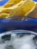 Microplaquetas e cerveja de milho Foto de Stock