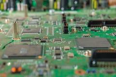 Microplaquetas e componentes com placa de circuito eletrônico Foto de Stock