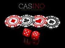 Microplaquetas e dados do casino no fundo preto, ilustração 3d Foto de Stock Royalty Free