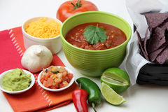 Microplaquetas e salsa Fotos de Stock