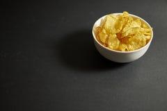 Microplaquetas em uma bacia Fotografia de Stock Royalty Free