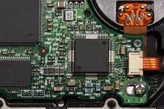 Microplaquetas na imprimir-circuito-placa Fotos de Stock Royalty Free