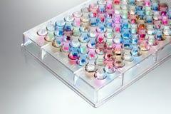 Microplate in kleuren Royalty-vrije Stock Afbeelding