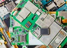 Microprocesador electrónico en un teléfono móvil desmontado fotografía de archivo