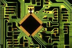 Microprocesador en placa de circuito Fotografía de archivo libre de regalías