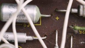 Microprocesador polvoriento viejo del microcircuito con los componentes electrónicos almacen de video