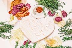 Microprocesadores coloridos hechos en casa de diversas verduras frescas - remolachas, patatas dulces, zanahorias, pepino, cebolla fotos de archivo