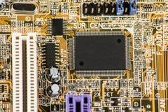 Microprocessador integrado do microchip do semicondutor no representante da placa de circuito da elevação - indústria da tecnolog Fotos de Stock Royalty Free