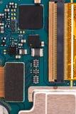 Microprocesseur intégré de puce de semi-conducteur sur le panneau bleu de téléphone de circuit images stock
