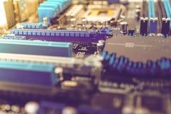 Microprocessori e l'altra elettronica sul circuito Immagine Stock