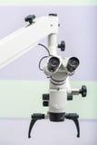 Microscópio ótico dental fotos de stock