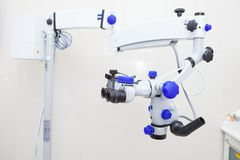 Microscópio binocular endodontic dental profissional Fotos de Stock Royalty Free