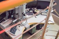 Microscópio de elétron da transmissão em um laboratório científico imagem de stock