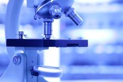 Microscópio do laboratório Foto de Stock Royalty Free