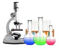 Microscópio e tubos de ensaio do metal do laboratório com o líquido isolado Imagens de Stock