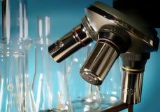Microscópio no laboratório Imagem de Stock Royalty Free