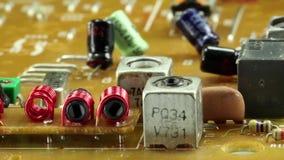 Microschakelingsspaander met elektronische componenten stock video