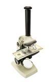 Microscoop en geld Stock Afbeeldingen