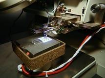 Microscope et carte PCB Photographie stock libre de droits