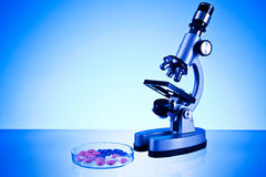 Microscope and pills Royalty Free Stock Photography