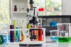 Free Microscopes Place In The Laboratory With Red, Orange, Blue Chemicals In The Beaker And Tube Royalty Free Stock Image - 173664816