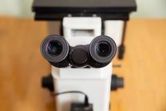 Microscopio e computer metallografici Fotografia Stock