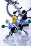 Microscopio ed atomo Fotografie Stock Libere da Diritti