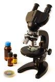 Microscopio para el análisis Imagen de archivo libre de regalías