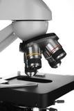 Microscopio sopra priorità bassa bianca Fotografie Stock Libere da Diritti