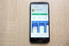 Microsoft Apps na google play store stronie internetowej wystawiającej na Huawei Y6 2018 smartphone obrazy royalty free