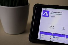 Microsoft Azure-Entwickler-Anwendung auf Smartphone-Schirm Azurblau ist ein Freewarenetz lizenzfreies stockbild