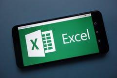 Microsoft Excel logo wystawiający na smartphone zdjęcia royalty free