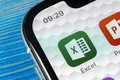 Microsoft Exel podaniowa ikona na Jabłczany X iPhone parawanowym zakończeniu Microsoft Office Exel app ikona Microsoft Office na  obraz stock