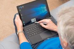 Microsoft favorables 4 superficiales con la aguja y el teclado Fotos de archivo libres de regalías