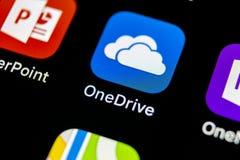 Microsoft OneDrive podaniowa ikona na Jabłczany X iPhone parawanowym zakończeniu Microsoft app onedrive ikona Microsoft Office On zdjęcia stock