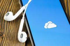 Microsoft OneDrive podaniowa ikona na Jab?czany X iPhone parawanowym zako?czeniu Microsoft app onedrive ikona Microsoft Office On obraz royalty free
