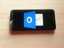 Microsoft Outlook app fotos de stock royalty free