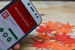 Microsoft PowerPoint App på den Smartphone skärmen arkivbild