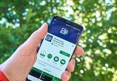 Microsoft que almacena el app móvil de la dinámica 365 en Samsung s8 imagen de archivo libre de regalías