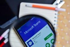 Microsoft-Teams App met het overdrijven op Smartphone-het scherm stock fotografie
