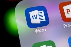 Microsoft Word applikationsymbol på närbild för skärm för Apple iPhone X Symbol för ord för Microsoft kontor Microsoft kontor på  Royaltyfria Foton