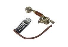 Microtelefoni dal vecchio telefono e da un telefono senza cordone  Immagine Stock