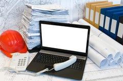 Microtelefono sulla tastiera del computer portatile fotografia stock libera da diritti