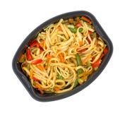 Microwaved-Fertiggericht von Nudeln und von Gemüse Lizenzfreies Stockfoto