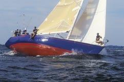 Miczmany od U S Akademii Marynarki Wojennej praktyki żeglowania umiejętności w Chesapeake zatoce blisko Annapolis, Maryland Obraz Royalty Free