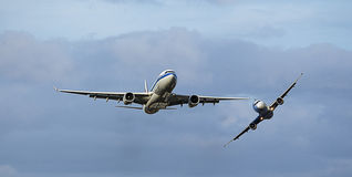 2 aircraft in Mid Air Collision / Near Miss Stock Photos