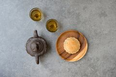 Free Mid-Autumn Festival Mooncakes And Chinese Tea Stock Photo - 124238150