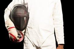 Mid-section του ατόμου που στέκεται με την περίφραξη της μάσκας Στοκ φωτογραφίες με δικαίωμα ελεύθερης χρήσης