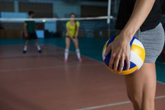 Mid section side view of player holding volleyball Royalty Free Stock Photos