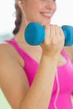 Mid section of a woman exercising with dumbbells Royalty Free Stock Images